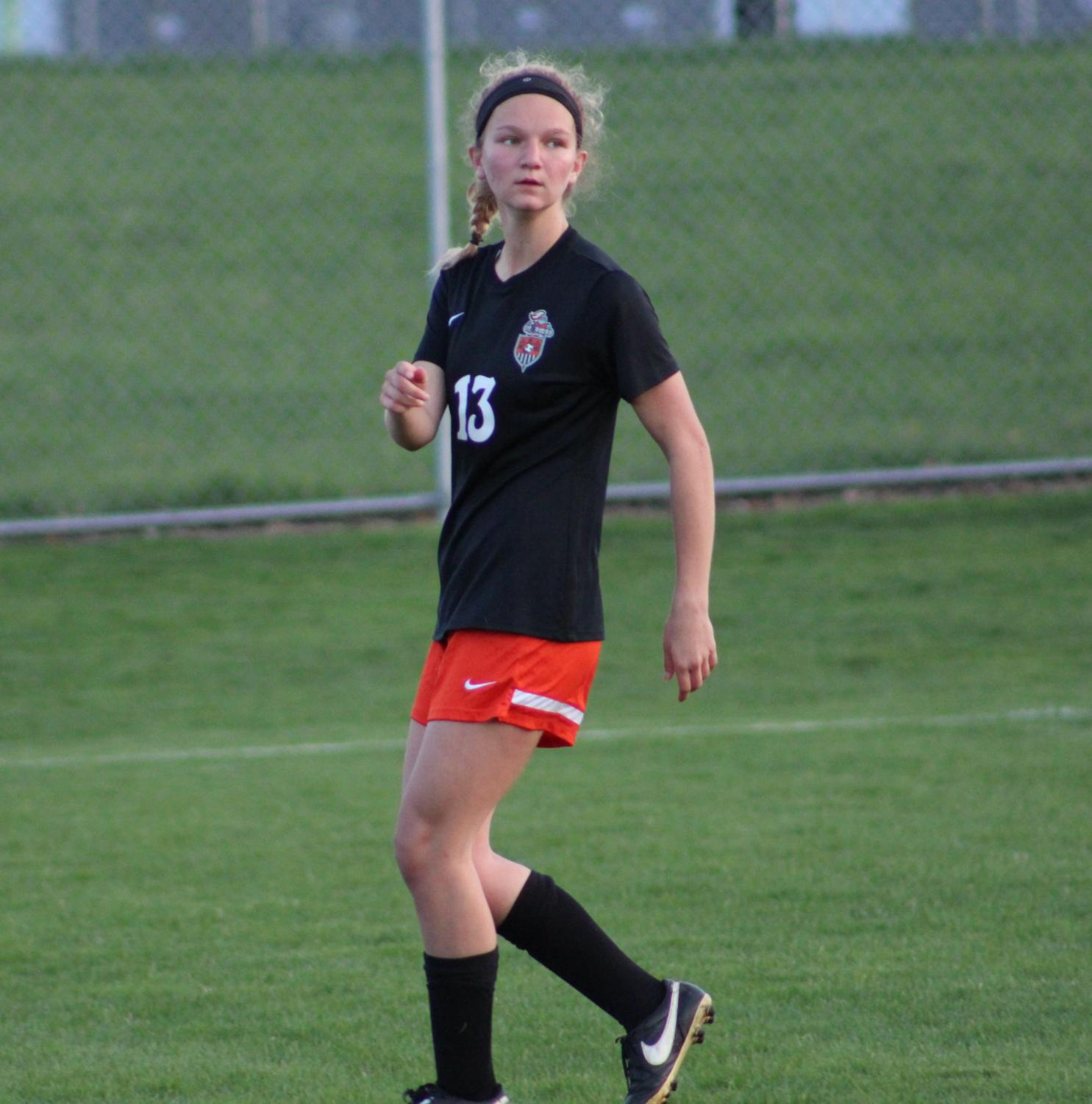 Midfielder+and+forward+Shannon+Tomlinson+keeps+an+eye+on+what+is+happening+in+the+game.+Tomlinson+plans+on+attending+University+of+Iowa.