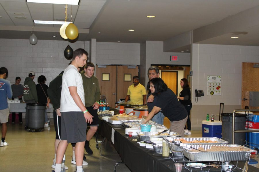 Junior board parents helped draw prizes, serve food, and run trivia.
