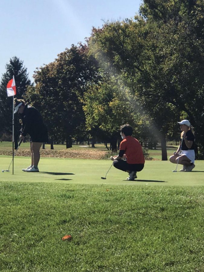 Alyvia Burr awaited her turn to putt on the 17th hole.